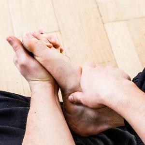 auto-massage pieds ecarter orteils