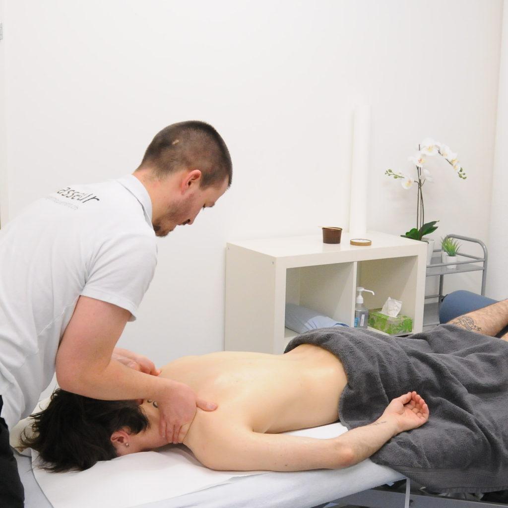 massage classique effleurage trapèzes