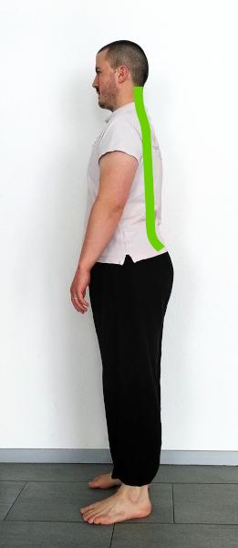 posture debout colonne en J