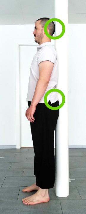 posture debout poteau 2 points de contact