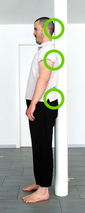 posture debout poteau 3 points de contact